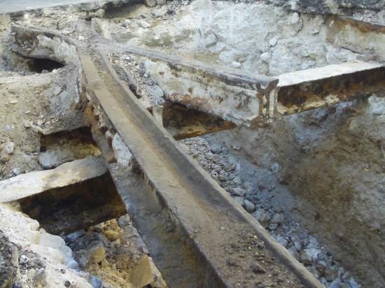 Detalle vías desenterradas tranvía Madrid