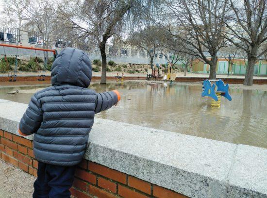 reto de instagram #almaltiempomuchojuego foto inundación en los columpios
