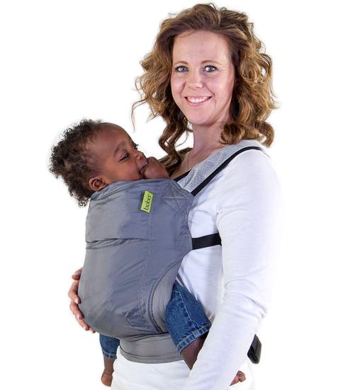 regalos prácticos para madres con bebés. Mochila de porteo ligera