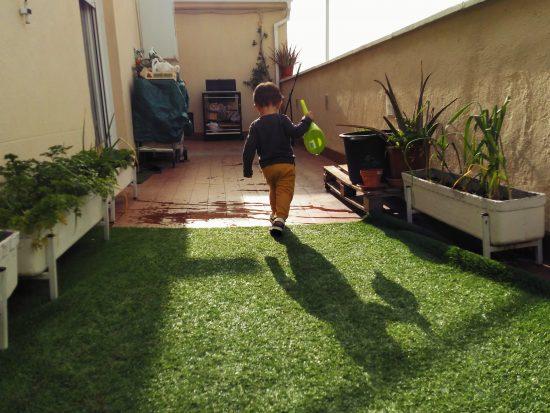 jardinería para niños. regando