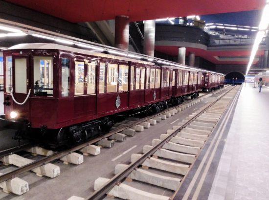 Exposición del centenario del Metro de Madrid. Exterior coche Cuatro Caminos