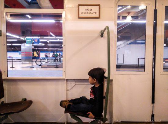 Exposición del centenario del Metro de Madrid. Interior coche Ventas