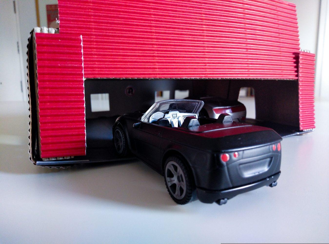 Garaje para coches de juguete dyi con una caja de huevos - Garaje de coches ...