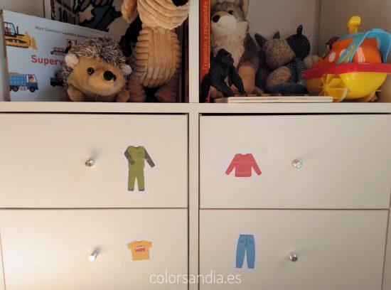 Iconos de ropa para reconocer los cajones. Con plantilla descargable