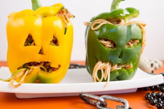 10 recetas sanas de Halloween para niños veganos y realfooders: Cabeza de pimiento agusanada