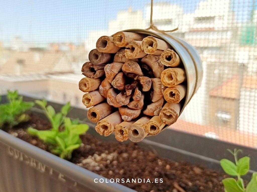 hotel de insectos fácil y gratuito con materiales reciclados